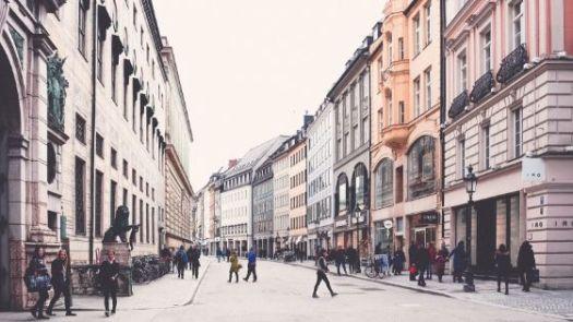Haeuserfront der Muenchner Innenstadt
